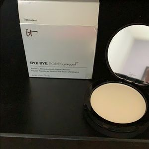 NWT it BYE BYE pores pressed powder, translucent.